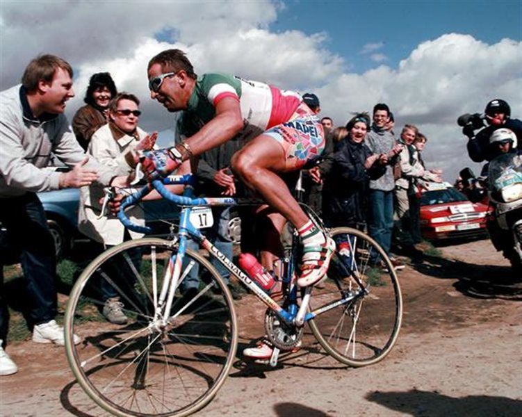 Andrea Tafi alla Roubaix con la maglia tricolore